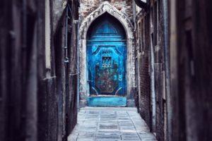 Başka Diyarlara Açılacakmış Gibi Görünen Ilginç Kapılar