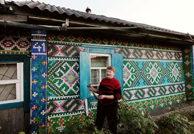 rusya sibirya Olga Kostina plastik şişe kapaklari mozaik ev kaplama