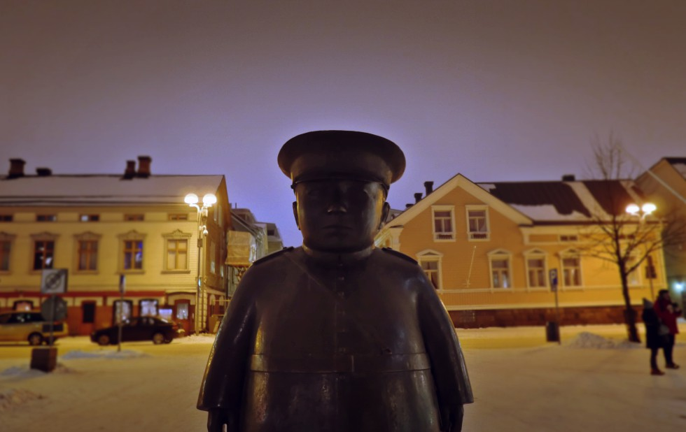 oulu kauppahalli heykel