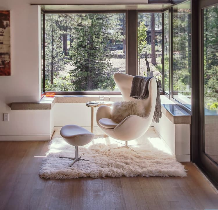 Ünlü aydınlatma ve mobilya tasarımları Arne Jacobsen Egg Chair